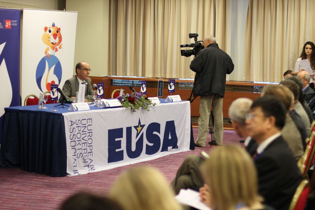 Mr Leonz Eder, EUSA Vice-President chairing the plenaries