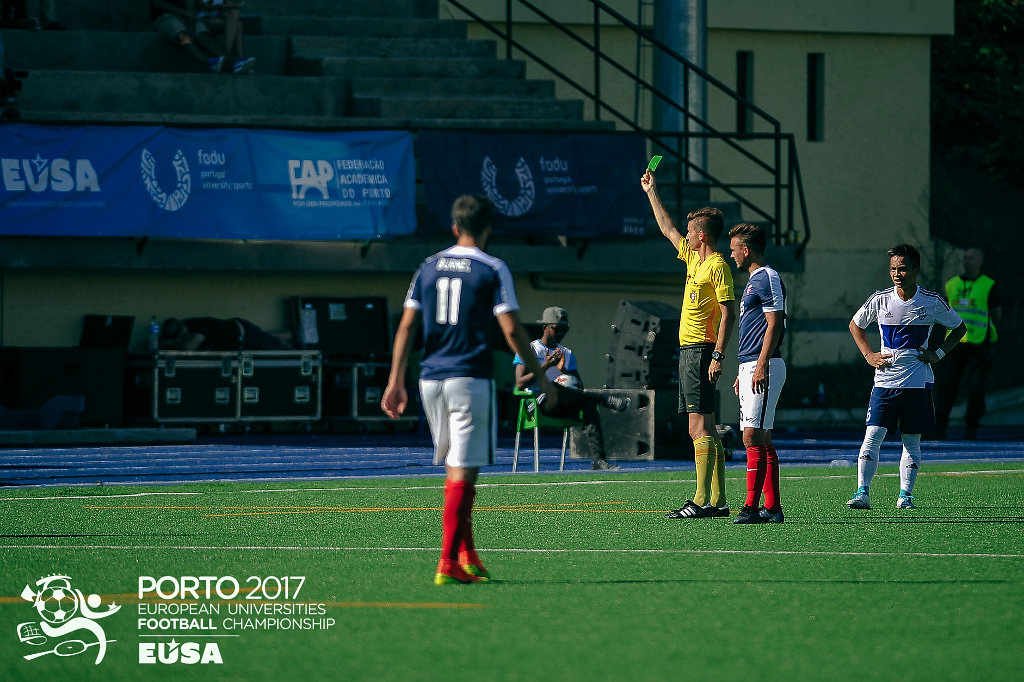 Awarding the fair play Green Card at the men's finals