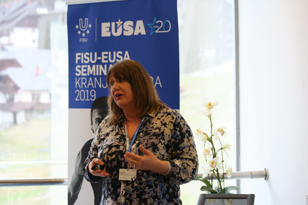Vanessa Jones presenting the GETZ project at the 2019 FISU-EUSA Seminar
